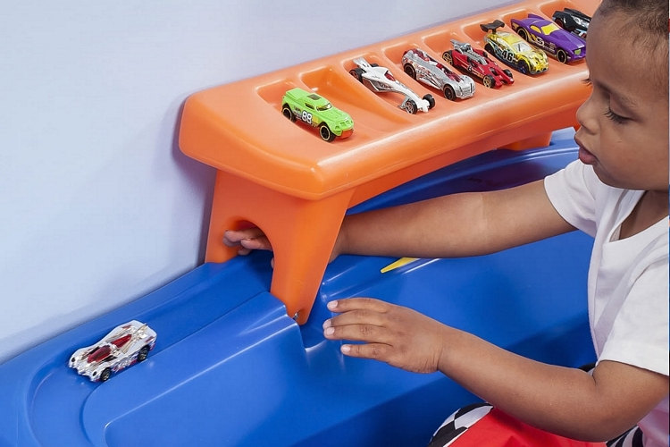 hot-wheels-toddler-twin-racecar-bed-2