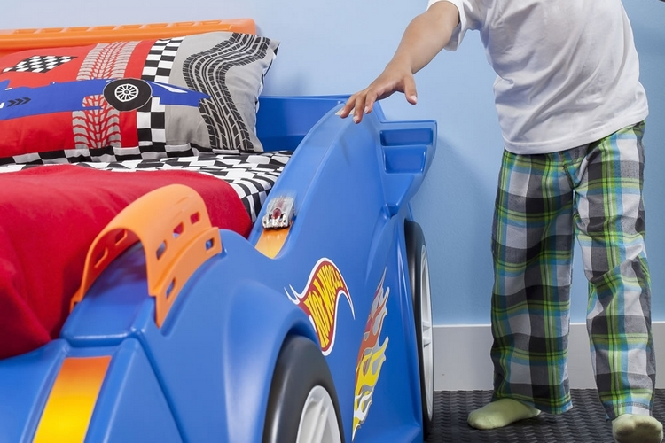hot-wheels-toddler-twin-racecar-bed-3