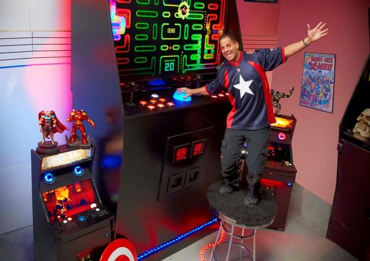 worlds-largest-arcade-machine-3