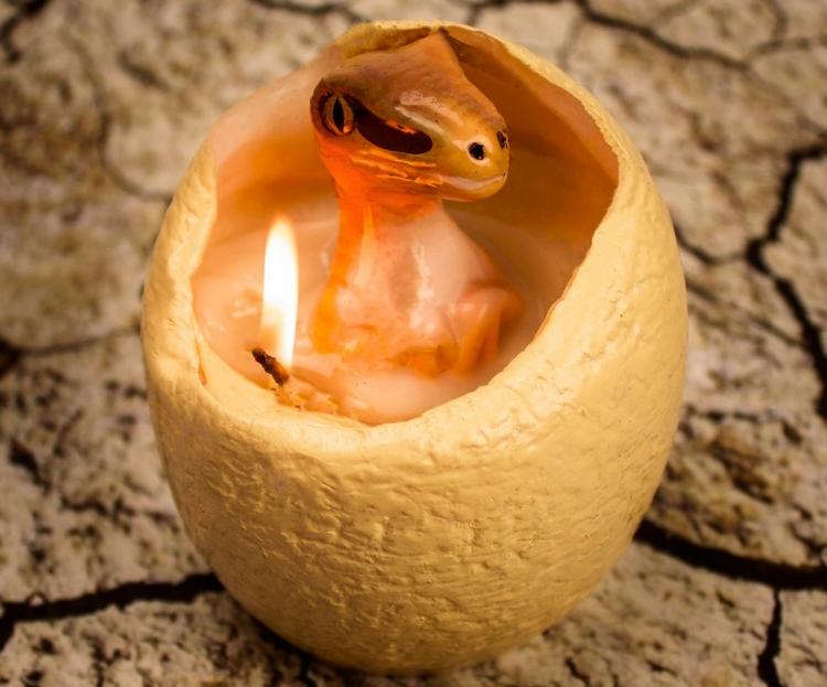 hatching-dinosaur-candle-1