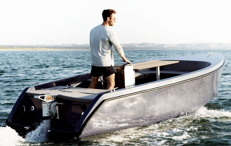 rand-picnic-boat-1