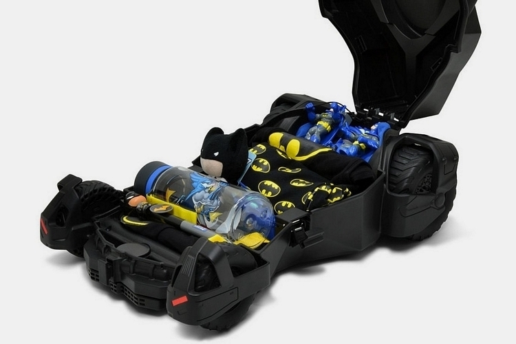 batmobile-kids-travel-case-2