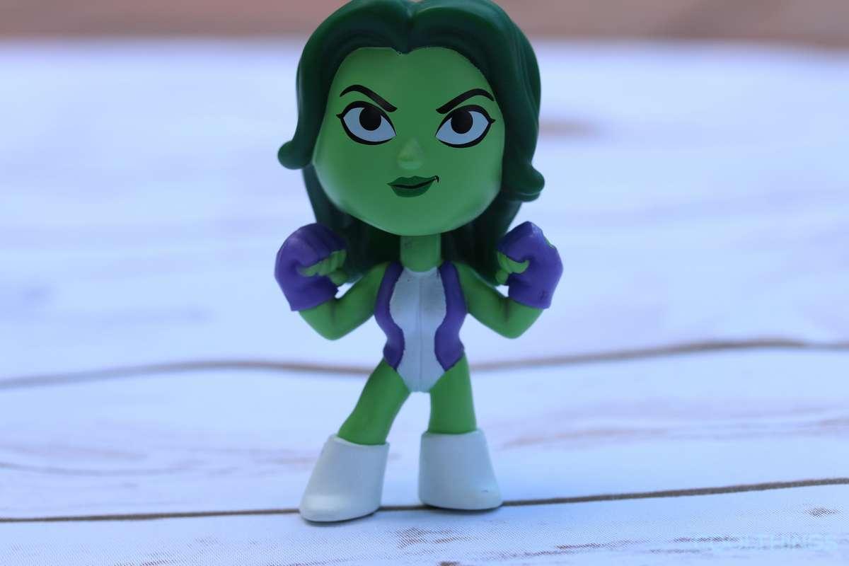 marvel-she-hulk-vinyl-bobblehead