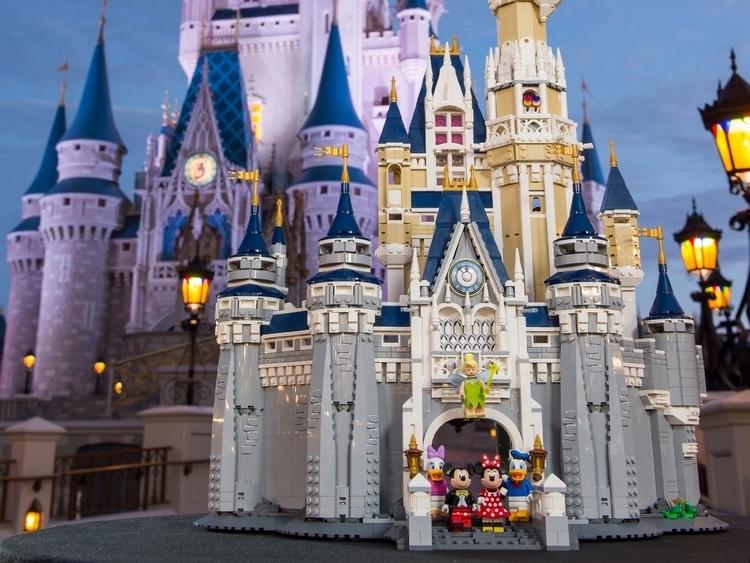 LEGO-disney-castle-2