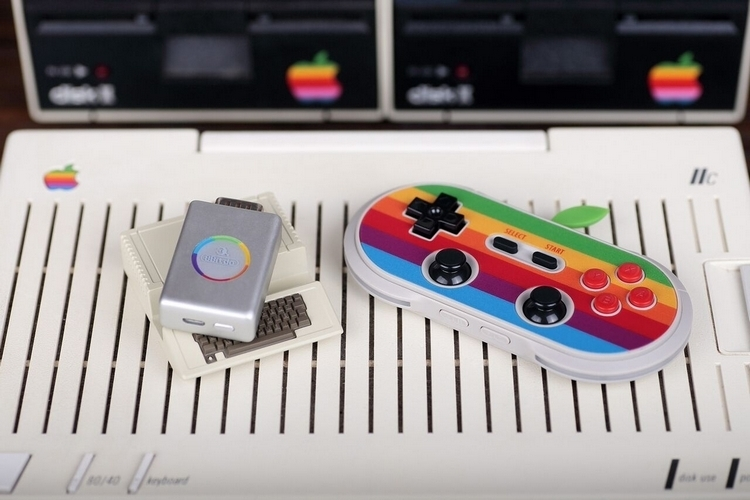 8Bitdo AP40 Lets You Use Bluetooth Gamepads With The Apple II