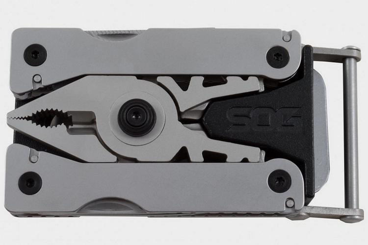 sog-sync-i-belt-buckle-multi-tool-1