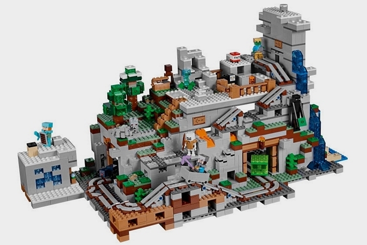 LEGO-minecraft-gigantic-mountain-cave-set-3