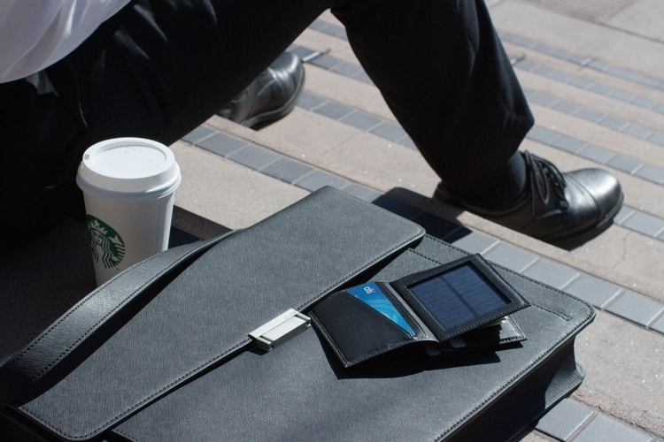 lucca-bozzi-solar-wallet-3