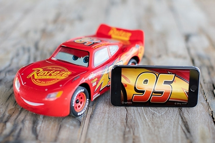 sphero-ultimate-lightning-mcqueen-2
