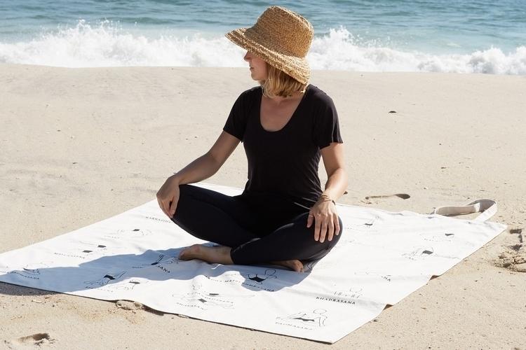 yogasana-picnic-tote-blanket-3
