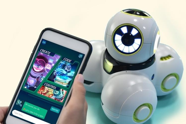 wonder-workshop-cue-programmable-robot-4