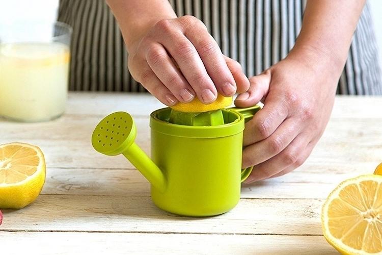 peleg-design-lemoniere-juicer-watering-can-2