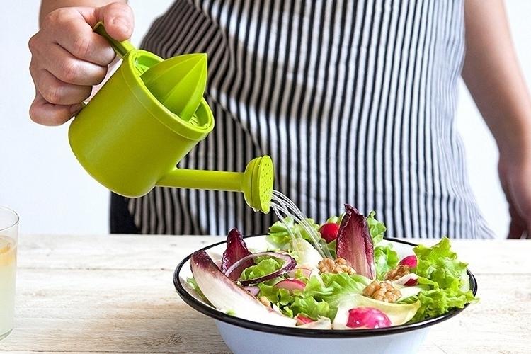 peleg-design-lemoniere-juicer-watering-can-3