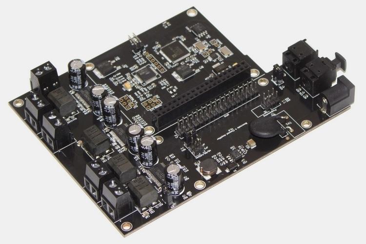 bang-olufsen-4-channel-amplifier-1