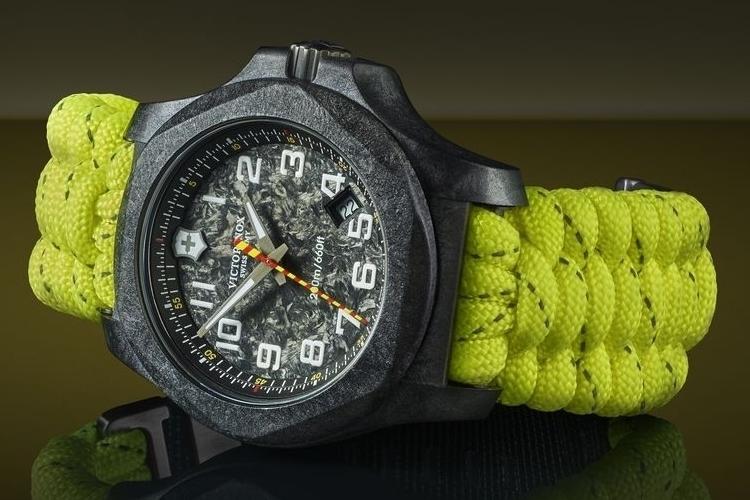 victorinox-swiss-army-inox-carbon-limited-edition-2