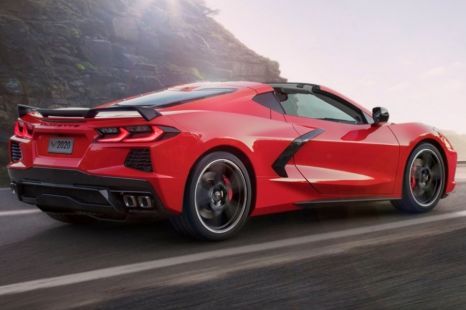 2020-chevrolet-corvette-stingray-2