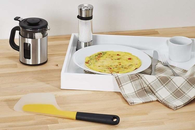 oxo-good-grips-flip-and-fold-omelet-turner-4