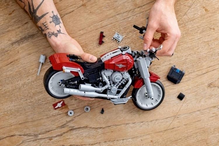 LEGO-creator-expert-harley-davvidson-fat-boy-3